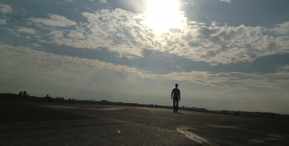 Morgenspaziergang auf der Runway 09R des Flughafen Berlin Tempelhof: Check