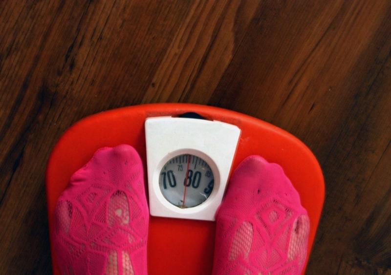 Glückliche Beziehung führt zu mehr Fett auf den Hüften